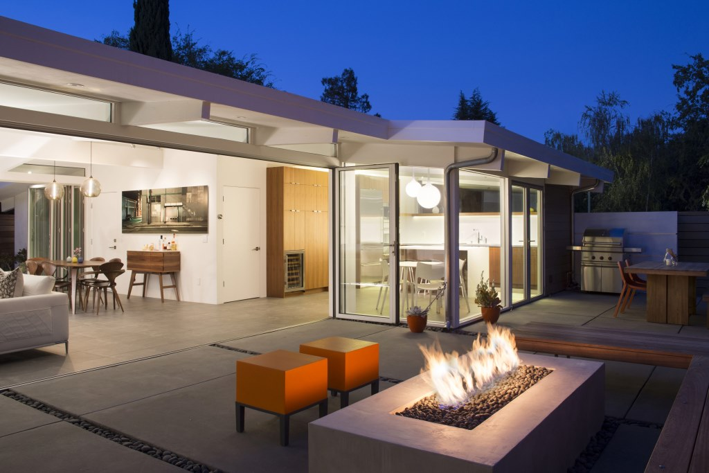 Truly_Open_Eichler_House_2