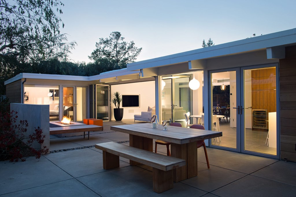 Truly_Open_Eichler_House_3